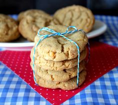 Classic Peanut Butter Cookies ~ These Peanut Butter Cookies are soft on the inside, chewy, dreamy, peanut buttery and divine