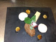 Crème van banaan, pure chocolademousse, gecaramelliseerde banaan en pindakaas panne cotta.......
