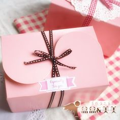Baked pink cake box packaging West Point box butterfly buckle cross biscuit box packing box