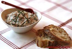 Ingrédients: 1 petit pot de fromage blanc (pot individuel) 160 g de thon à l'huile 1 petite botte de ciboulette 1 pincée de curry sel et poivre Read more...
