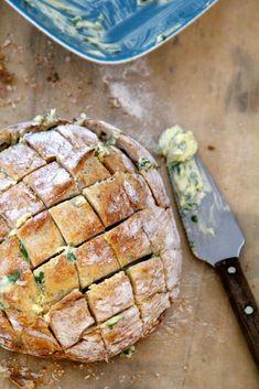 Garlic no-knead bread Good Food, Yummy Food, No Knead Bread, Spanakopita, Quiche, Pork, Healthy Recipes, Treats, Baking