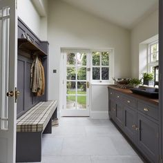 36 + Mudroom Ideas For The Modern Farmhouse 150 - myhomeorganic Boot Room Utility, Small Utility Room, Utility Room Designs, Utility Room Storage, Mudroom Laundry Room, Laundry Room Design, Bathroom Storage Solutions, Vintage Bathrooms, Room Paint