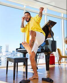 The collaborative celebrity feet website Beautiful Boys, Gorgeous Men, Pretty Boys, Mode Masculine, Maluma Style, Maluma Pretty Boy, Latina, Hot Guys Tattoos, Barefoot Men