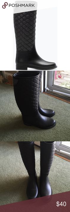 Zara rubbed and quilted rain boot EUC . Just mentioning one button gone on back . No other damage or wear . They are in fantastic shape ! Zara Shoes Winter & Rain Boots