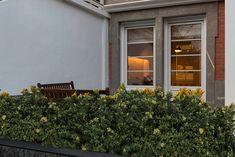 Reforma integral en Neguri de Gumuzio&MIGOYA arquitectura e interiorismo Garage Doors, Outdoor Decor, Home Decor, Renovation, Yurts, Architecture, Interiors, Home, Interior Design