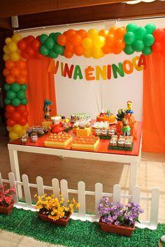 Ninoca, a ratinha personagem do livro infantil de mesmo nome, foi a escolhida para a festa. A mesa era mais baixa, para estar ao alcance da aniversariante e seus convidados. Todos adoraram!