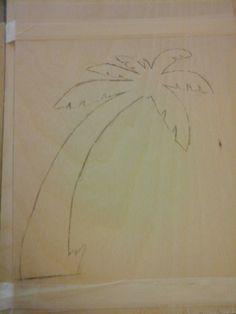 hier is de palmboom op het hout getekent met een extra plankje eronder zodat ik meteen 2 palmbomen kon uitzagen. ik ben niet zo'n hele goede tekenaar maar ik vind hem best wel goed gelukt ;)