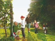 Wanderurlaub mit Familie und Kindern  Wanderurlaubin der Region Bad Radkersburg perfekt mit Familie und Kindern  #wandern #Badradkersburg #Wanderurlaub  (c)TVB Region Bad Radkersburg Bad, Dolores Park, Couple Photos, Wine Festival, Hiking Trails, Tours, Couple Photography, Couple Pics
