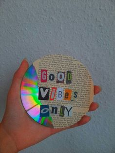 Start your day with an only good vibes 😉 Indie Bedroom, Indie Room Decor, Cute Bedroom Decor, Aesthetic Room Decor, Room Ideas Bedroom, Cd Wall Art, Cd Diy, Vinyl Record Art, Retro Room