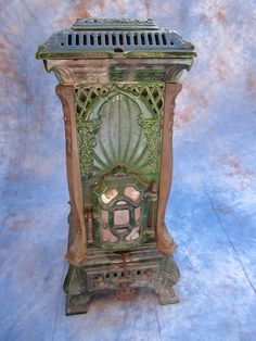 Antique green French Enamel Wood Burning Stove by Deville Cie. Dark Blues, Pinks, Purples and Greens were more expensive to produce and sought after. Antique Wood Stove, How To Antique Wood, Stove Heater, Old Stove, Cast Iron Stove, Vintage Stoves, Vintage Appliances, Oldschool, Stove Fireplace