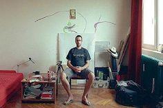 Aynı apartman, aynı daireler farklı hayatlar. Sahi oturduğunuz apartmanda kaç kişiyi tanıyor, hayatını biliyorsunuz? Romanyalı fotoğraf sanatçısı Bogdan Girbovan'ın imzasını taşıyan bir fotoğraf projesi, son günlerde sosyal medyanın en çok paylaşılanlarından biri oldu.http://bit.ly/1NBFoEo