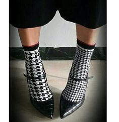 #oybo #oybosocks #socks #oddsocks #pieddepoulle #blackandwhite #chaussettes #calzini #sokken