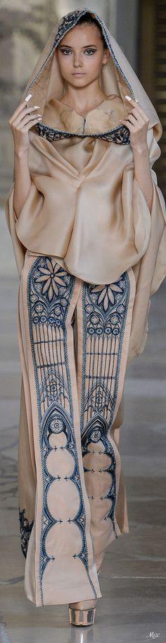 Fall 2018 Haute Couture Guo Pei Fashion 2018, Runway Fashion, Fashion Show, Fashion Design, Guo Pei, Michael Cinco, Haute Couture Fashion, Yohji Yamamoto, Couture Collection