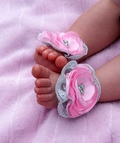 He encontrado este interesante anuncio de Etsy en https://www.etsy.com/es/listing/195673281/baby-girl-handmade-fabric-flower-bare