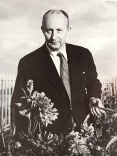 Christian Dior in his garden at the Moulin - He had a green thumb - Photo by Ostier - @~ Watsonette