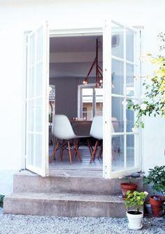 urbnite           - Eames Molded Side Chair (Dowel Legs)
