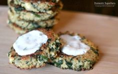 Spinach and Feta Quinoa Cakes with Lemon Dill Sauce by domesticsuperhero #Spinach #Feta #Quinoa #Lemon #Dill #Healthy