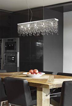 Lampa wisząca GIADA CLEAR SP5 sprawdzi się jako oświetlenie stołu w jadalni. Żyrandol wykonany jest z chromowanej, metalowej montatury oraz przeźroczystego, kryształowego szkła.  Lampa będzie piękną dekoracją wnętrza i dobrze oświetli stół. W serii dostępny jest także żyrandol 7-płomienny o szerokości 116 cm, plafon oraz kinkiet, a także wersje z kolorowymi kryształkami. Decor, Ideal, Chandelier, Lighting, Ceiling Lights, Ceiling, Ideal Lux, Home Decor