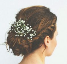 Style your wedding hair with real flowers for a beautiful bohemian look for your big day. Whether you'd like a full flower crown, a single bloom behind your ear, lovely loose waves or perhaps a relaxed updo you can find a floral hair style to suit Simple Wedding Updo, Wedding Up Do, Wedding Hair Flowers, Wedding Hair And Makeup, Flowers In Hair, Real Flowers, Hair Wedding, Trendy Wedding, Gypsophila Wedding