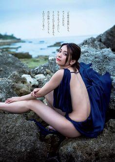 30歳になった人気グラドル山崎真実が久々のグラビア復帰で横乳がっつり露出ww - エロチカ