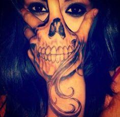 Hand Tatt ~ pretty cool #skull