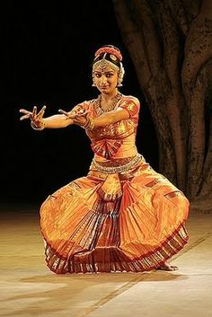 Kuchipudi (pronounced as 'Koochipoodi') is a Classical Indian dance form from Andhra Pradesh, a state of South India. What Is Dance, Lets Dance, Folk Dance, Dance Art, Indiana, Indian Classical Dance, Dance Poses, Dance Fashion, Dance Photography