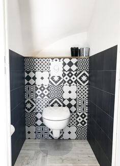 Wc faïencés carreaux de ciment et carreaux noirs Leroy Merlin Wc / faïences / carreaux de ciment / design interior / cocooning home / wc suspendus / water /