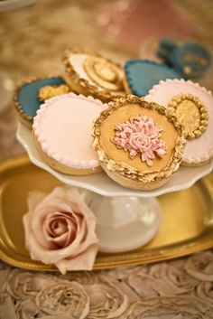 OMG I am lovin some of the details of this wedding set - check out the other pics!