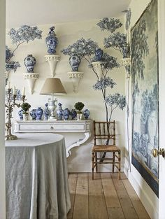 Chinoiserie Chic adore this blue and white dining room in the West Sussex, England country farmhouse of these interior designers. That's quite a collection of blue and white porcelain. I have always loved the idea of a collection on wall brackets. Blue And White China, Blue China, Blue Rooms, White Rooms, Delft, Top Interior Designers, Wall Patterns, White Houses, Of Wallpaper