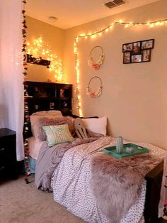 Cute bedroom ideas for small rooms girly - Page 34 of 58 - terrysbedrooms Decoration Chic, Decoration Bedroom, Teen Room Decor, Room Ideas Bedroom, Small Room Bedroom, Room Decor Bedroom, Diy Bedroom, Bed Room, Room Decor Teenage Girl