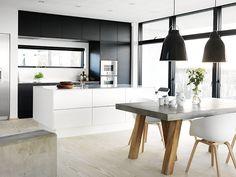 hvitt og svart kjøkken