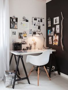 Designer desk. Love the chair & desk, but make the black wall in a colour of light blue-ish grey & it's even more pretty! ... <3 Studyroom