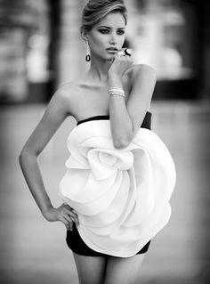 Valentino Haute Couture FW by Mario Sierra Rose Dress, Flower Dresses, Dress Me Up, White Fashion, Love Fashion, Fashion Beauty, Dress Fashion, Floral Fashion, Paris Fashion