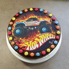 Hot Wheels birthday cake Hot Wheels Cake, Hot Wheels Party, 4th Birthday Parties, Birthday Cakes, Birthday Ideas, Wheel Cake, Festa Hot Wheels, Hot Wheels Birthday, Diy Cake