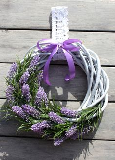 wianek biały - Szukaj w Google Wreath Crafts, Diy Wreath, Door Wreaths, Lavender Crafts, Lavender Wreath, Easter Wreaths, Christmas Wreaths, Shabby Chic Christmas Decorations, Creation Deco