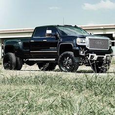 Denali HD with a set of @fueloffroad maverick wheels  P/C: @baum_photo #dieseltrucking