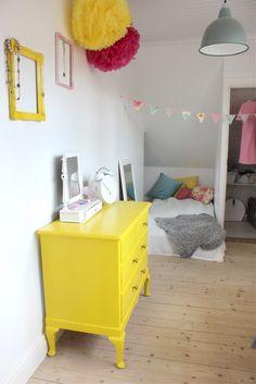 mommo design - Pop of yellow