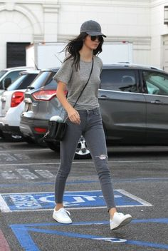 Kendall Jenner Photos - Kendall Jenner Out And About In Los Angles - Zimbio