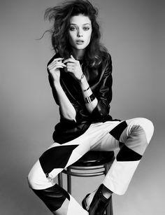 High Fashion Poses, Fashion Model Poses, Fashion Shoot, Editorial Fashion, Fashion Fashion, Autumn Fashion, Fashion Dresses, Fashion Design, Fashion Editorials