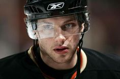Bobby Ryan - please never ever get traded I love you and you look really good in black orange and gold omg please I love you aaah. Blackhawks Hockey, Chicago Blackhawks, Bobby Ryan, Ducks Hockey, Hockey Rules, Buffalo Sabres, Anaheim Ducks, Best Player, Hockey Players