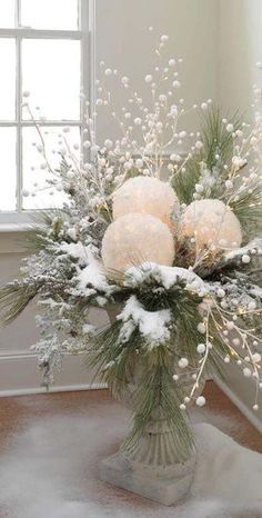 CHRISTMAS CENTERPIECES = take white balloons and white tissue paper. blow up balloons, dip tissue in glue, cover balloons and let dry. cut out a space for battery tea light and use in center pieces. Add some red berries for Christmas! Noel Christmas, Christmas Projects, Winter Christmas, Vintage Christmas, Outdoor Christmas, Christmas Porch, Christmas Planters, Rustic Christmas, Apartment Christmas