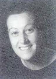 Isabel Torres nace en Cuenca en 1905. En 1928 se licenció en Farmacia en la Universidad Central de Madrid, habiendo pertenecido al grupo de universitarias que vivieron en la Residencia de Señoritas. Dado que su familia estaba viviendo en Santander, cuando se inaugura la Casa de Salud Valdecilla en 1929, solicita su incorporación en el Departamento de Química de dicha institución, lo que hace como única mujer entre 70 médicos y estudiantes de postgrado.