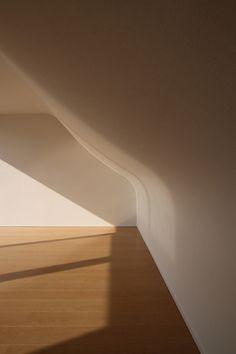 81694e48876 mitsuharu kojima architects adds curved floor to japanese house