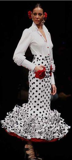 Verónica de la Vega, Simof 2016 Flamenco Costume, Flamenco Dancers, Flamenco Dresses, Hollywood Glamour Photography, Old Hollywood Glamour, Spain Fashion, Vogue Fashion, Glamour Movie, Spanish Woman