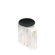 Dieser Kerzenständer für Kugelkerzen ist ein Garant für wohlig-warme Herbst- und Winterabende. Jedes Stück ein Unikat… #Holz #Metall