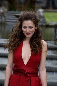 Anna Friel has gorgeous hair.