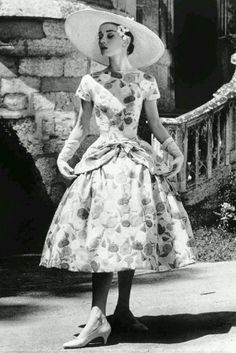 Audrey Hepburn in the film, Funny Face, co-starring Fred Astaire 824887 Audrey Hepburn Funny Face, Audrey Hepburn Photos, Audrey Hepburn Style, Fred Astaire, Funny Face Photo, 1950s Fashion, Vintage Fashion, Timeless Fashion, Breakfast At Tiffanys