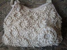 Bom dia ...eu adoro bolsas artesanais, são bem diferenciadas. quero fazer uma pra mim, procurando na net achei esta belezura Aqui         ...