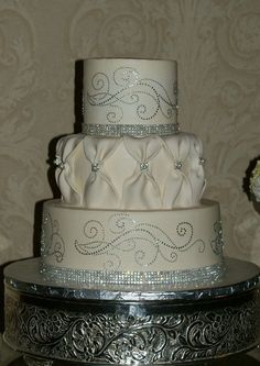 Love the design of the bling Fun Cakes, Sweet Cakes, Cupcake Cakes, Beautiful Wedding Cakes, Beautiful Cakes, Amazing Cakes, Bling Cakes, Take The Cake, Occasion Cakes