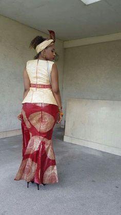 Malian Fashion bazin #Malifashion #bazin #malianwomenarebeautiful… African Print Shirt, African Print Fashion, African Wear Dresses, African Attire, African Fashion Traditional, Traditional Dresses, Ghanaian Fashion, Kitenge, African Design
